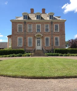 Q Anne Country House: twin ensuite - Eardisley