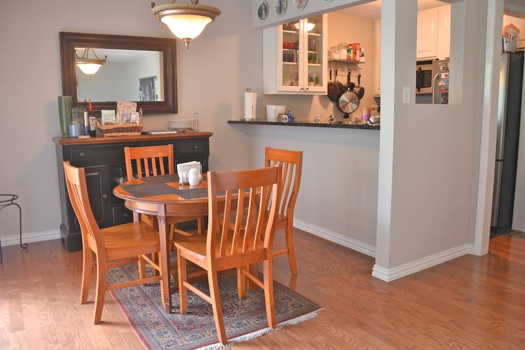 Charming Clarksville Condo For F1