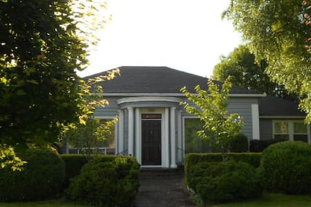1940s Vintage Home in McMinnville - House