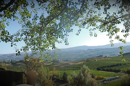 Stoney Ridge , Eco-Friendly Secret Gardens Hideout - Yakima - 別荘