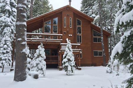 Deluxe N. Tahoe cabin 4 12 people