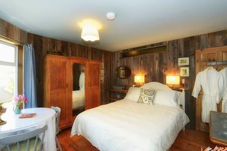 SweeterSleep Private Guest Suite - House