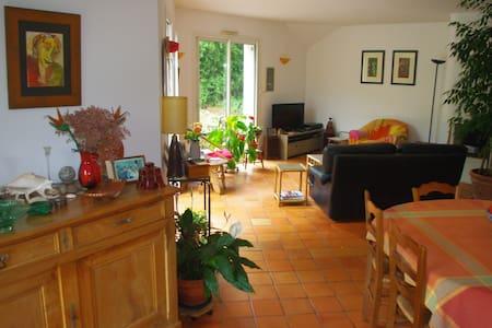 Bedroom & breakfast for 2 or 3 - Saint-Léger-des-Bois - Maison