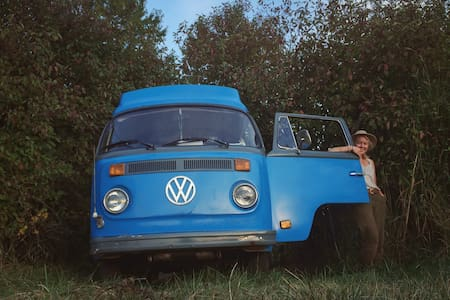 bright blue '79 vw with poptop roof - 캠핑카