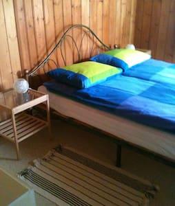 Zimmer mit eigener Küche, Bad u WC - Haus