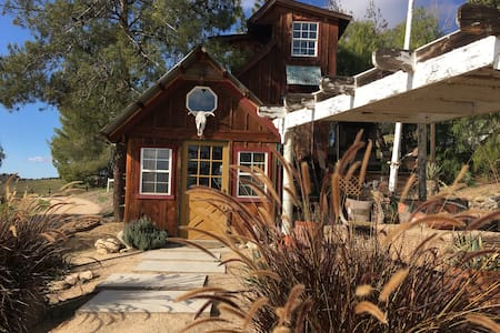 ~Coyote Ridge Tiny House~ - Paso Robles - Blockhütte