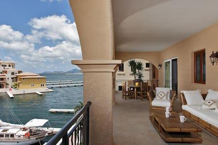 Luxurious 1Bdrm Condo in St.Martin - Társasház
