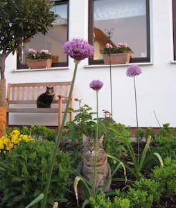 """Ferienwohnung """"Rita's Garten"""" - Zweibrücken - Apartment"""