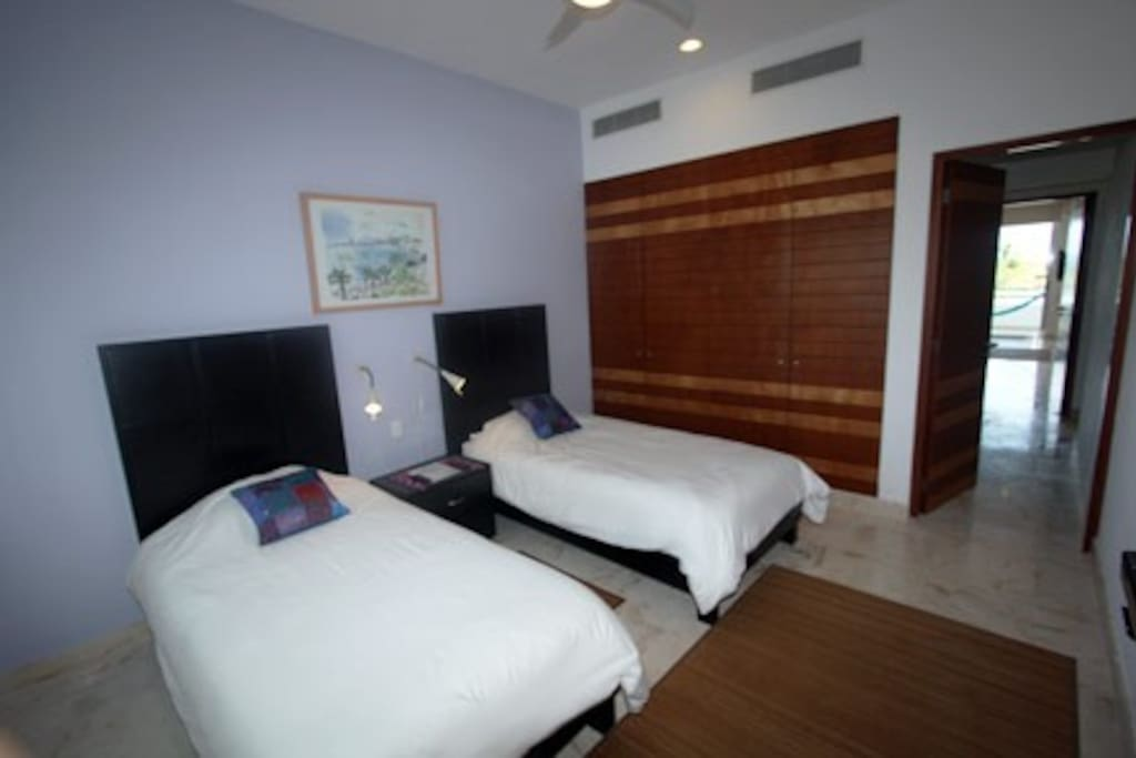 Guest Suite with 2 Twin Beds, Flat Screen TV
