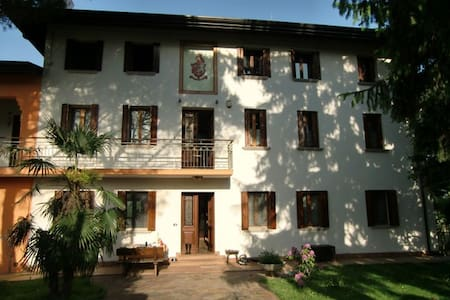 Room type: Private room Property type: Villa Accommodates: 8 Bedrooms: 1 Bathrooms: 2