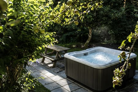Timber Hill Cottage with Hot Tub - Pembrokeshire - Dom