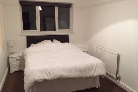 Need a comfortable room to stay during the week? - Swindon