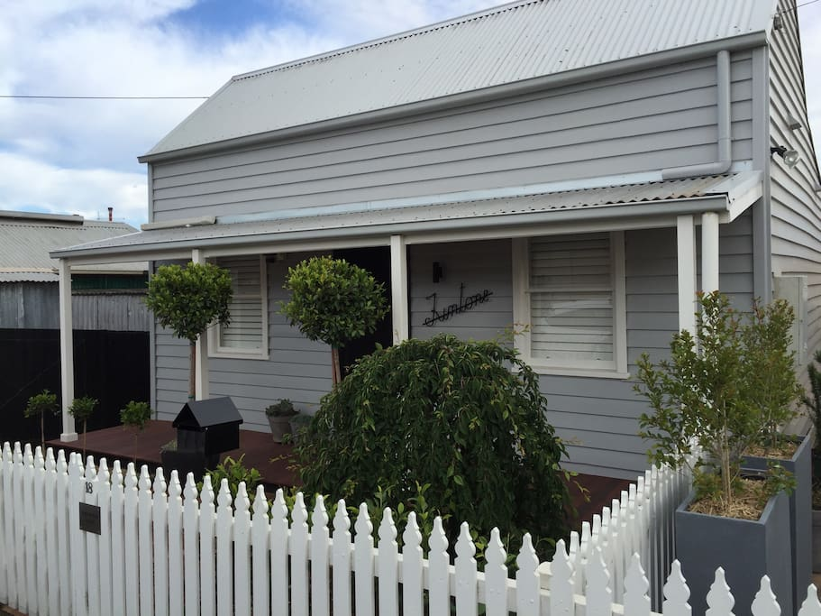 Fully Renovated Miner S Cottage Geelong West Houses