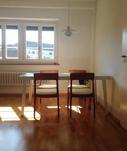 In the hip zone, quiet room to the courtyard - Zürich - Apartment