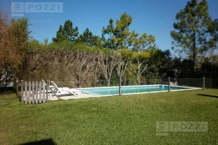 Casa con piscina. Barrio privado - General Pacheco