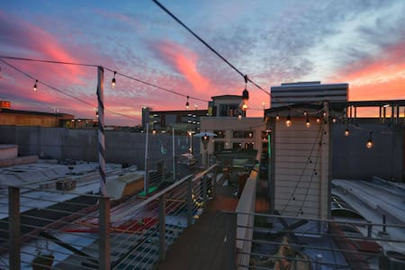 Loft with Rooftop Deck Overlooking Market Sqaure - ノックスビル
