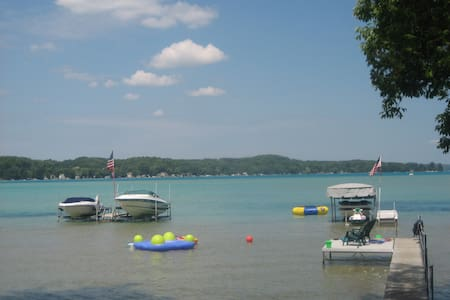 Family Friendly Summer Home on Torch Lake - Ház