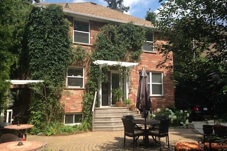 UniversityWest Guest House & Airbnb - Guelph