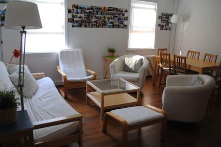 Family-friendly apartment near DC - College Park