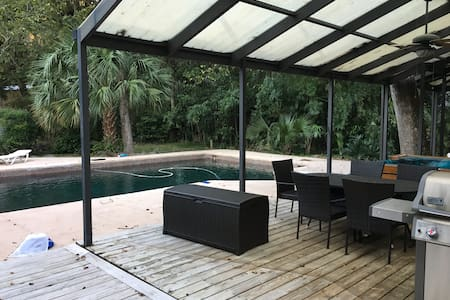 Room with private entrance, minutes from UF - Gainesville - House