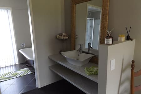 one boutique bedroom plus onsuite - Whitianga