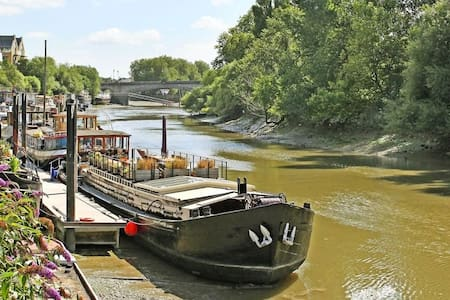 Dutch Barge houseboat by Kew Bridge - Greater London