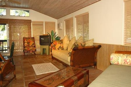 Sunny Bamboo Beach Cottage - Puako - Ház