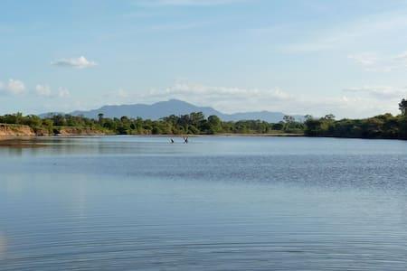 Picturesque Views, Walks & Fishing - Maison