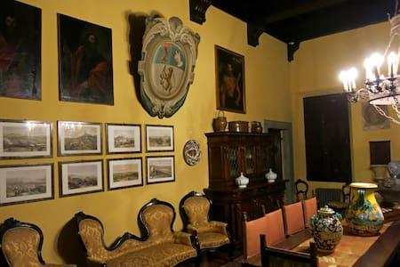 Romantic Villa Studio with balcony - Bed & Breakfast