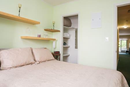 Peaceful Guestroom~15mins Midtown!  - Appartamento