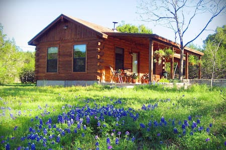 Romantic Log Cabin on Smith Creek - Wimberley - Cabin
