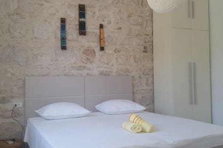 Modern Ensuite room in the center of Vis town (1) - Casa