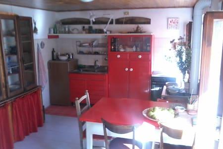 Bella stanza vicino alle Dolomiti - Quantin - Hus