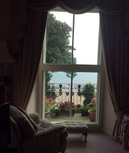 Lovely 2 bedroom aptmnt overlooking North beach. - Tenby