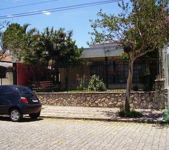 Sua casa em Curitiba - Curitiba