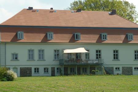 Gutshaus ,  Seeanschluss  u.Steg - Bütow - Slot