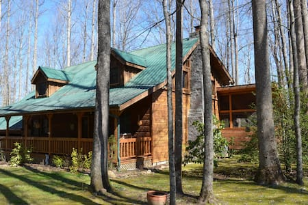 Log Cabin on Edge of Great Smoky Mnts Nat'l Park - Cabanya