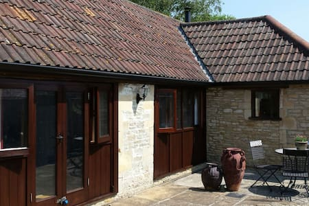 Stable Conversion near Bath - Hus