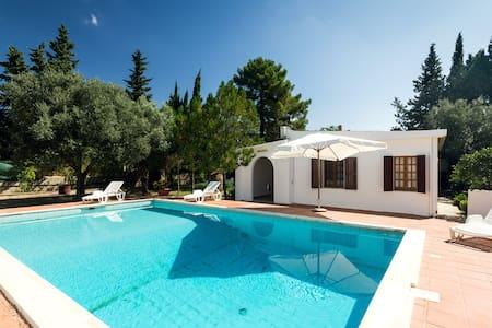 casa di campagna con piscina+tennis - Casa