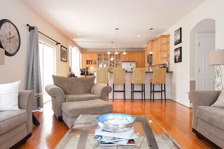 Charming 2BR's (sleeps 4) in Woodland Beach - Edgewater