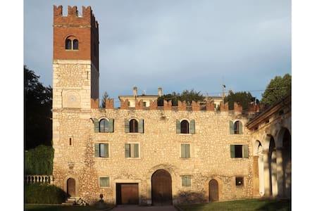 Ancient little castle by Verona - Lejlighed