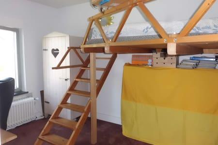 Kleines Zimmer + Küche +Bad