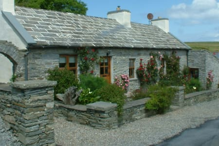 Dinny's Cottage at the Cliffs