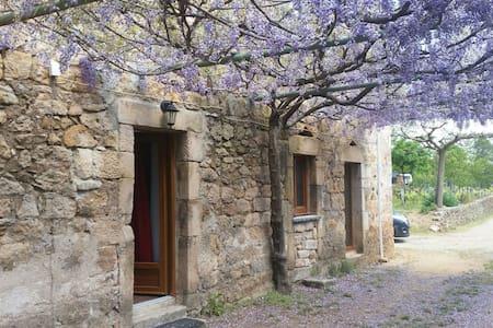 bel appartement au sud de l'Ardèche - Chambonas