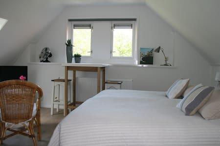 Bovenkamer (voor) De Borg: knus, licht, landelijk - Winterswijk Ratum - Bed & Breakfast