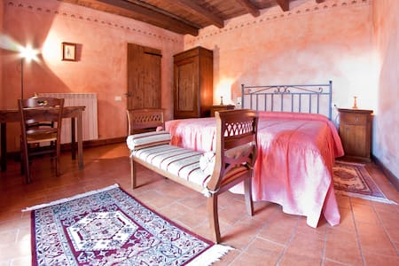 B&B room in Tuscany countryside - Cetona