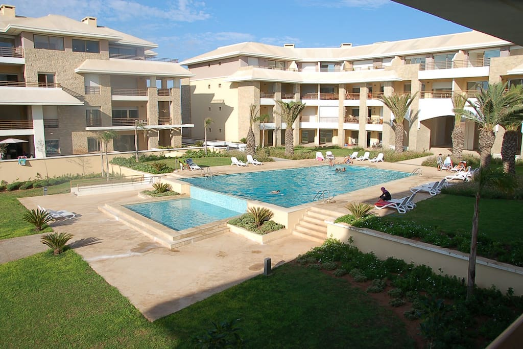 Direct view on the pool and sea