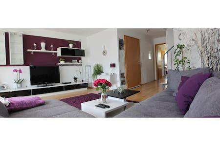 Cozy apartment near Stuttgart Airp. - Maison