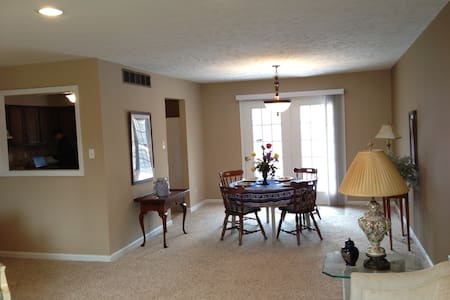 Private room in a beautiful house - Newburgh - House