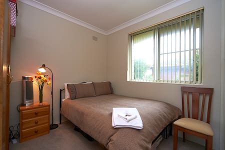Bedroom in lovely apt. close to CBD